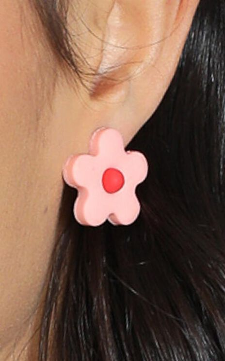 Spring Season Flower Stud Earrings in Pink