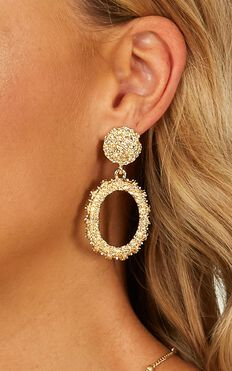 Standy By Earrings In Gold