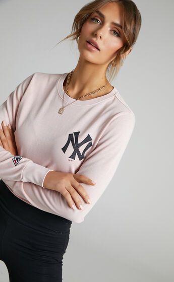 Majestic - Vintage Lara NY Yankees LS Tee in Pink Clay