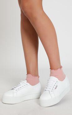 Simple Mind Ruffle Socks In Pink