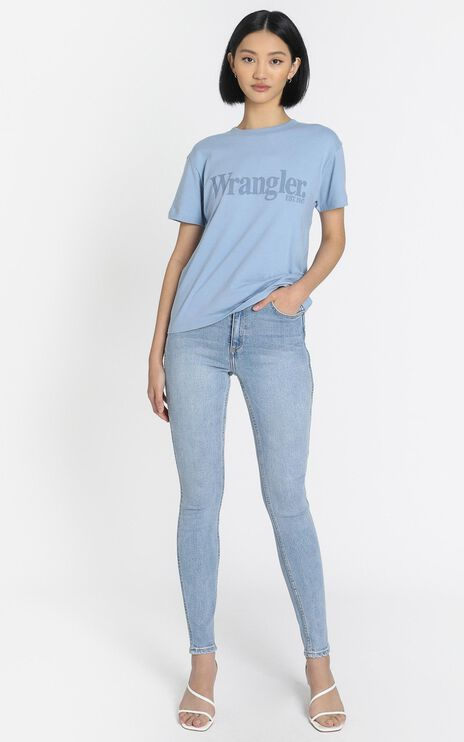 Wrangler - Lights Logo Tee in Dusty Blue