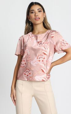 Great Impression Top In Rose Paisley