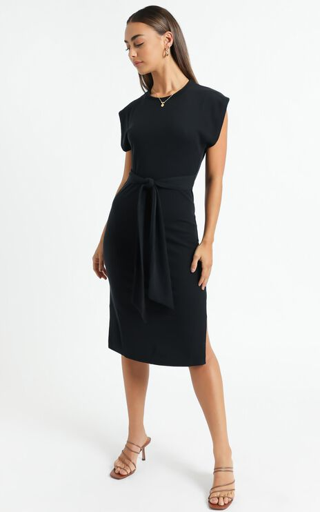 Closing Up Dress in Black