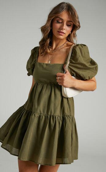 Hazel Short Sleeve Tiered Tie Back Smock Dress in Khaki