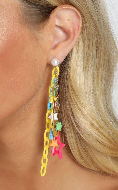 Fun Times Star Clip Drop Earrings In Pink