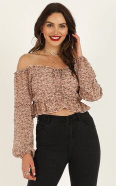 Hey There Delilah Top In Mocha Floral