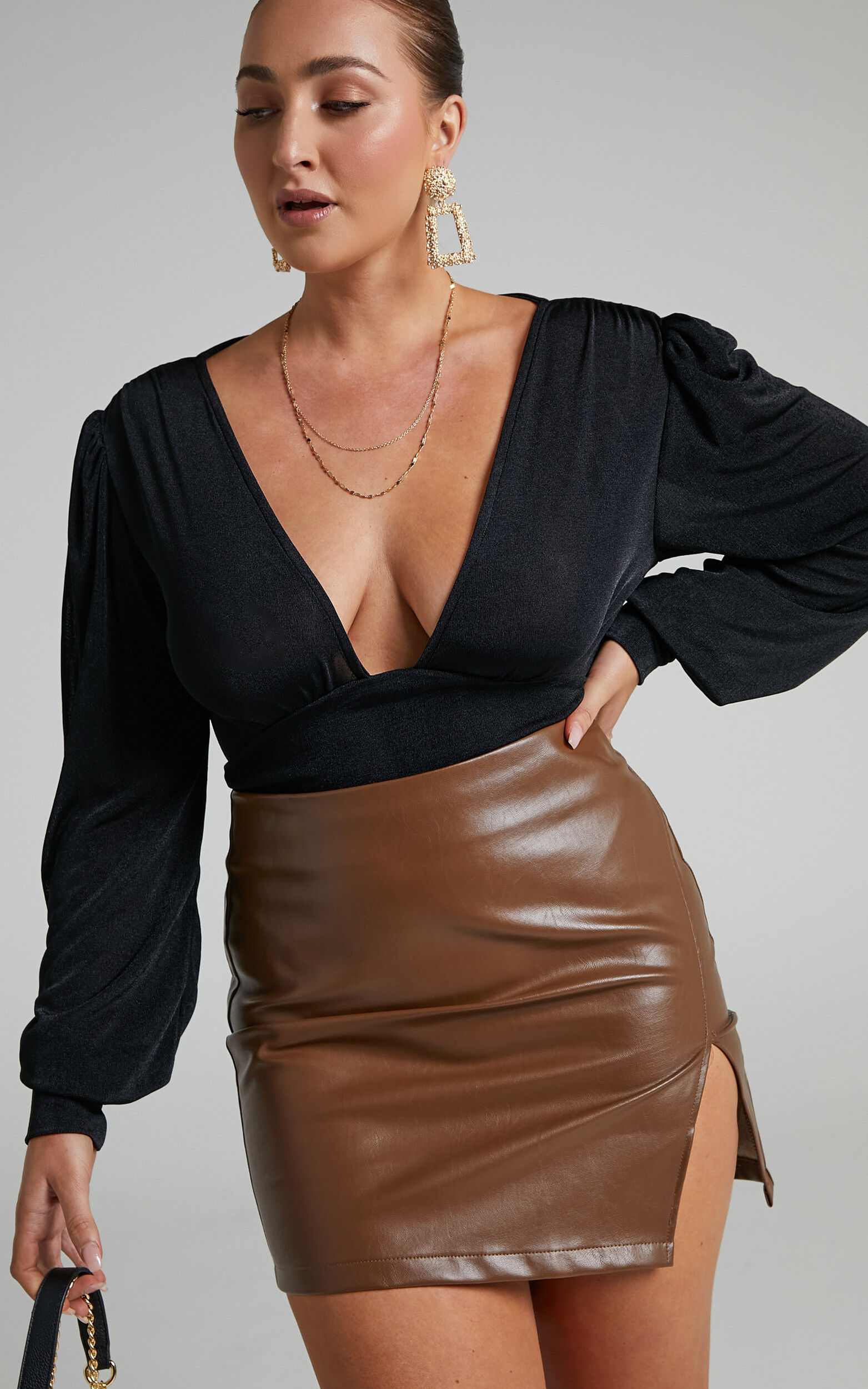 Lueiza V-Neck Bodysuit with Balloon sleeve in Black - 06, BLK1, super-hi-res image number null