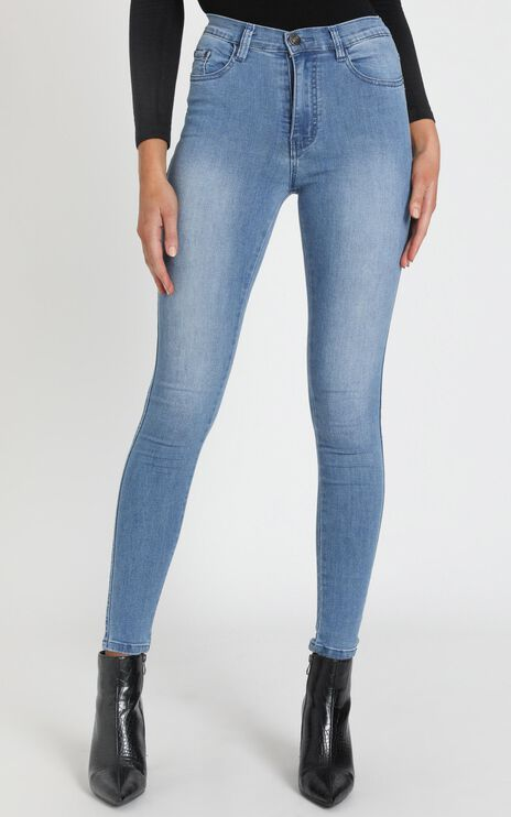 Natalie Jeans in mid wash denim