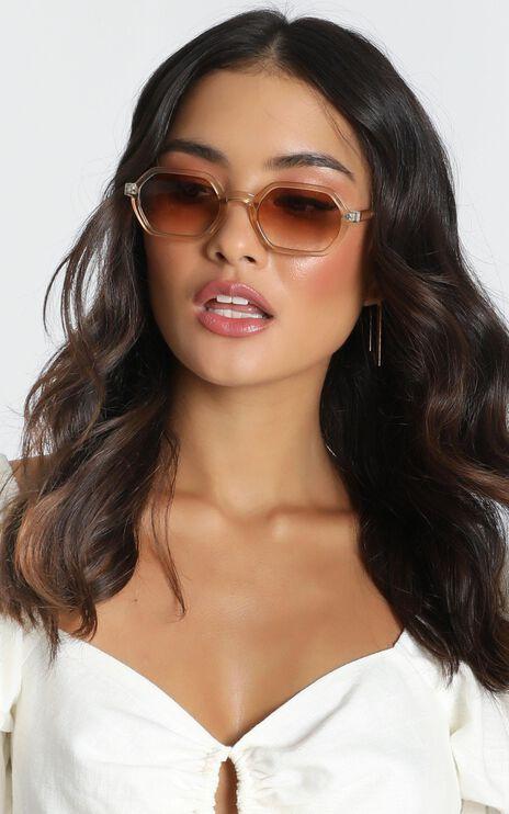 Mink Pink - Zimmy Sunglasses In Tan And Tan Grad