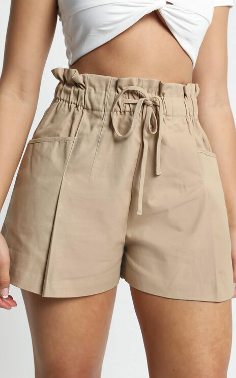 Elea Shorts in Beige