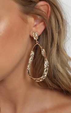 Onyx Drop Earrings in Gold
