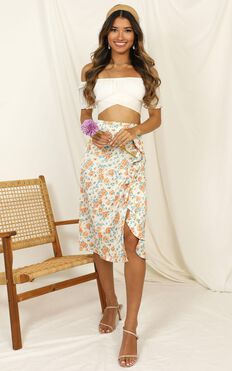 Let Things Go Skirt In White Floral