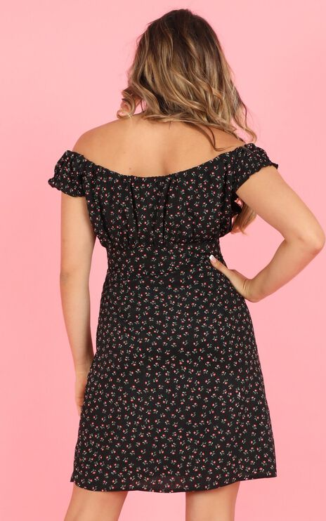 Cooling Down Dress In Black Floral Print