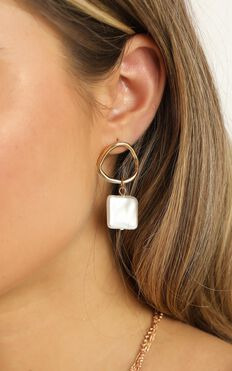 What I Wanna Earrings In Gold And Pearl