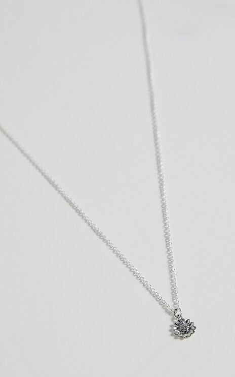 Midsummer Star - Delicate Sunflower Necklace in Silver