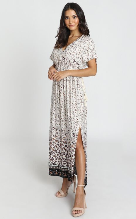 Mallory V-Neck Dress in cream floral