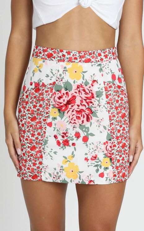 I'll Take Two Of That Mini Skirt In White Floral