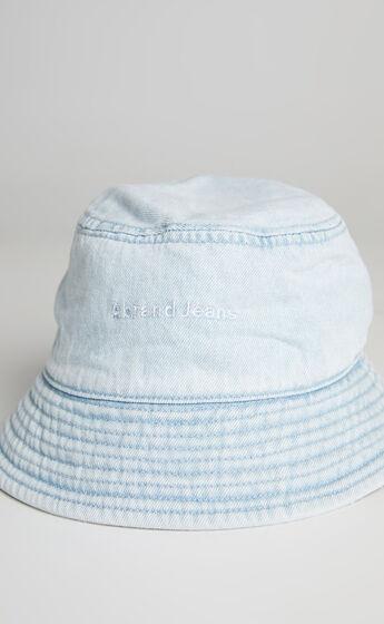 Abrand - A BUCKET HAT in Walk Away