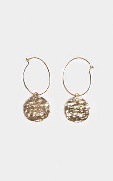 Best Look Hoop Earrings In Gold
