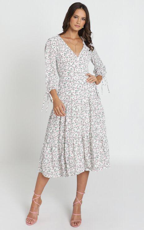 Pelia V-Neck Midi Dress In White Floral