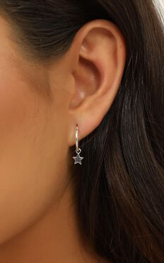 Midsummer Star - Star Light Sleeper earrings in silver