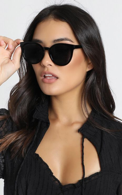 Mink Pink - Sierra Sunglasses in Black And Smoke Mono