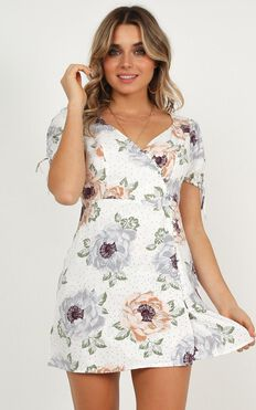 Wake Up With You Dress In White Floral