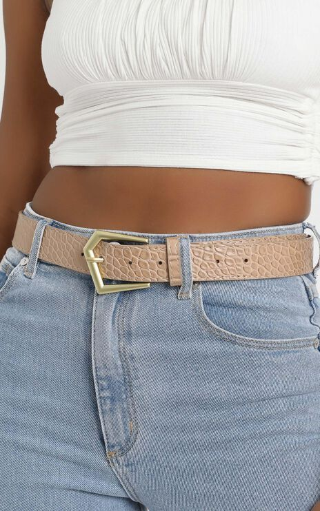 Simple Favours Belt in Nude and Gold