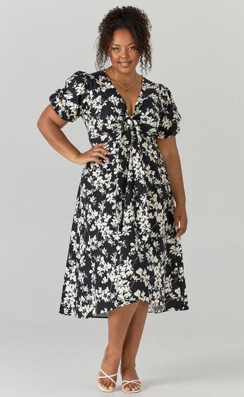 Geada Printed Short Sleeve Midi dress in Monochromatic Print
