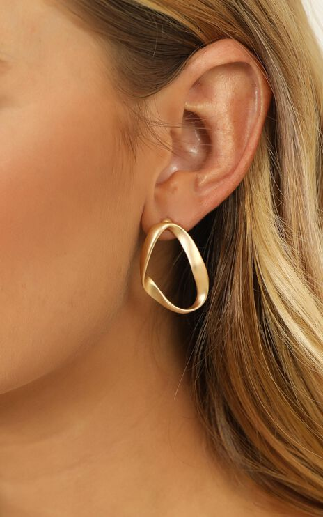 Wide Spaces Earrings In Gold