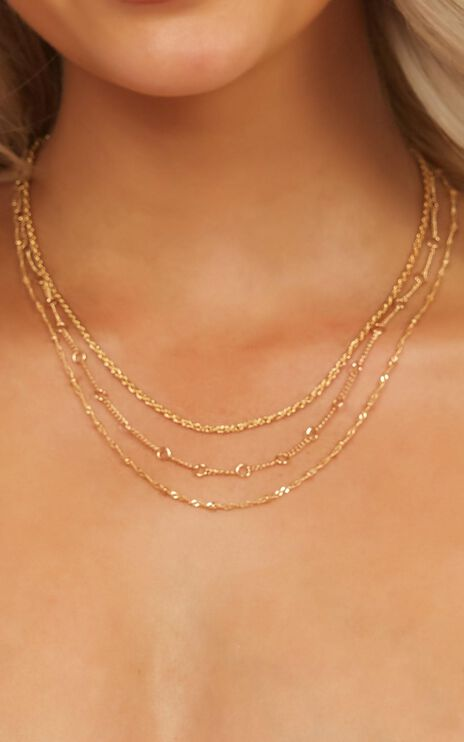 Chasing Gold Necklace In Gold