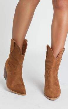 Therapy - Millie Boots In Tan