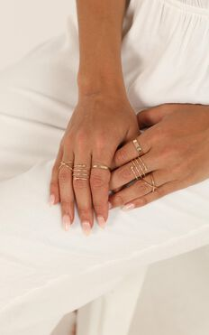 Criss Crossed Ring Set In Gold