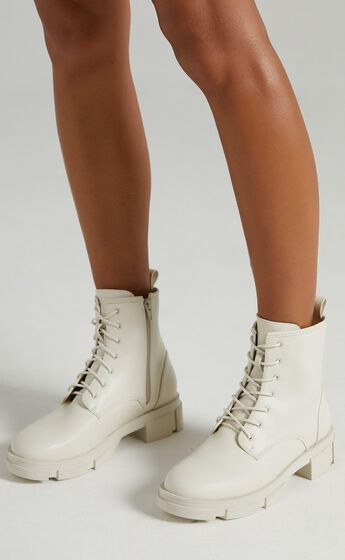 Therapy - Nadia Boots in Cream