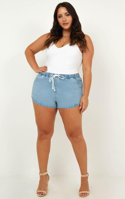 Cora Denim Shorts in blue wash - 14 (XL), Blue, hi-res image number null