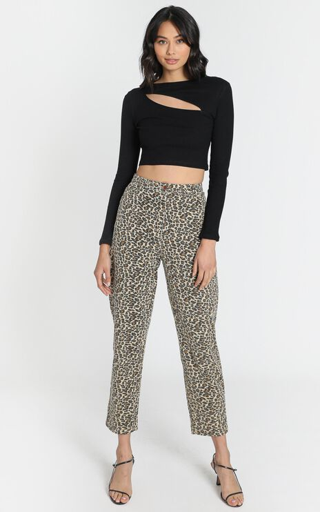 Back It Up MOM Jeans in Leopard