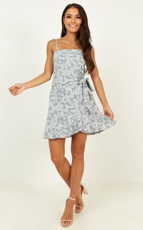 Daily Buzz Dress In Blue Floral