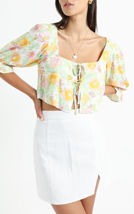 Kravia top in Linear Floral