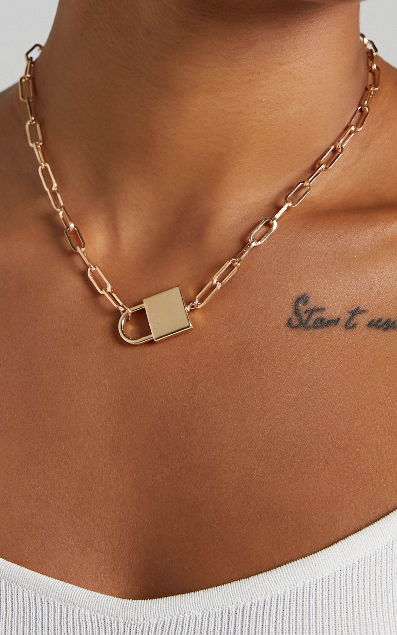 Veesha Necklace in Gold, GLD1, super-hi-res image number null