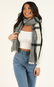 Slide Away Scarf In Black And White Check