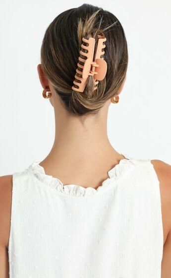 Bring It Back Hair Clip in Beige