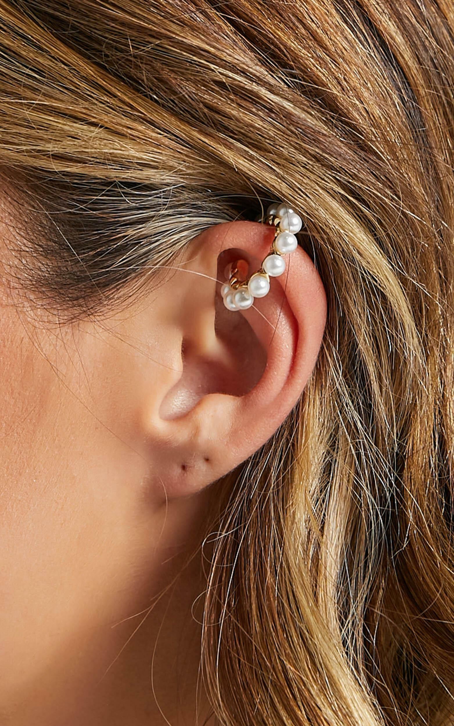 Izoa - Lei Pearl Ear Cuff in Gold, GLD1, super-hi-res image number null