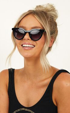MinkPink - Savvy Sunglasses In Black
