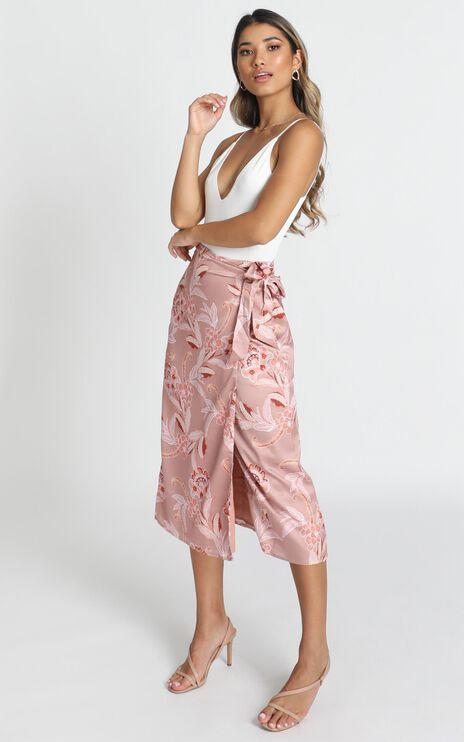 Board Meeting Skirt In Rose Paisley
