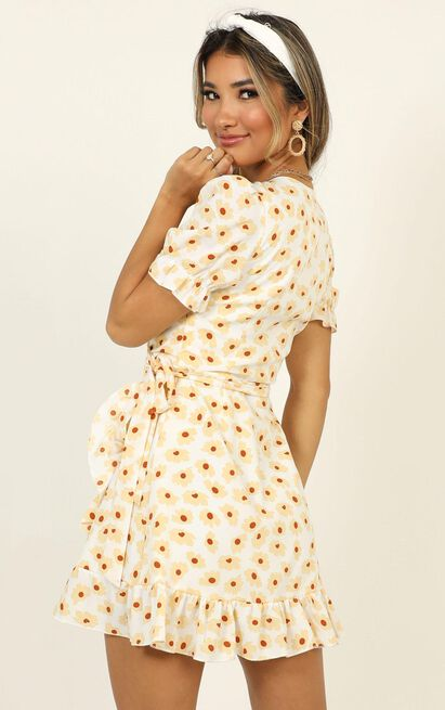 Seaside Views Dress In White Floral - 18 (XXXL), White, hi-res image number null