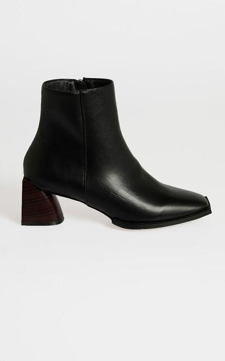 Therapy - Giri Boots in Black