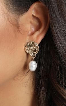 Ebby Pearl Drop Earrings In Gold