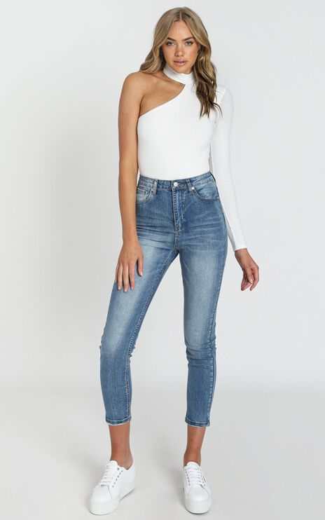Caitlin Mum Jeans In Mid Blue Denim