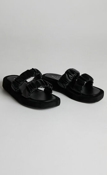 St Sana - Zadie Wedge in Black