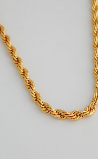 Vivi Chain Necklace in Gold